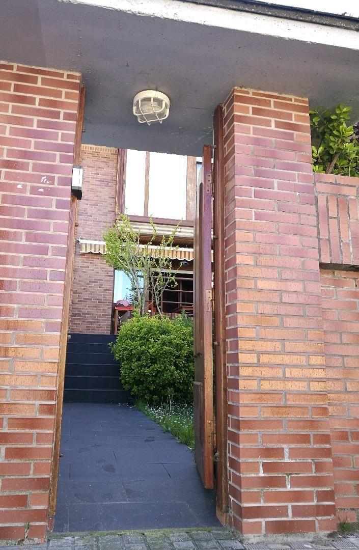 Casa adosada de alquiler en Zona Playa (Viana de Cega, Valladolid)