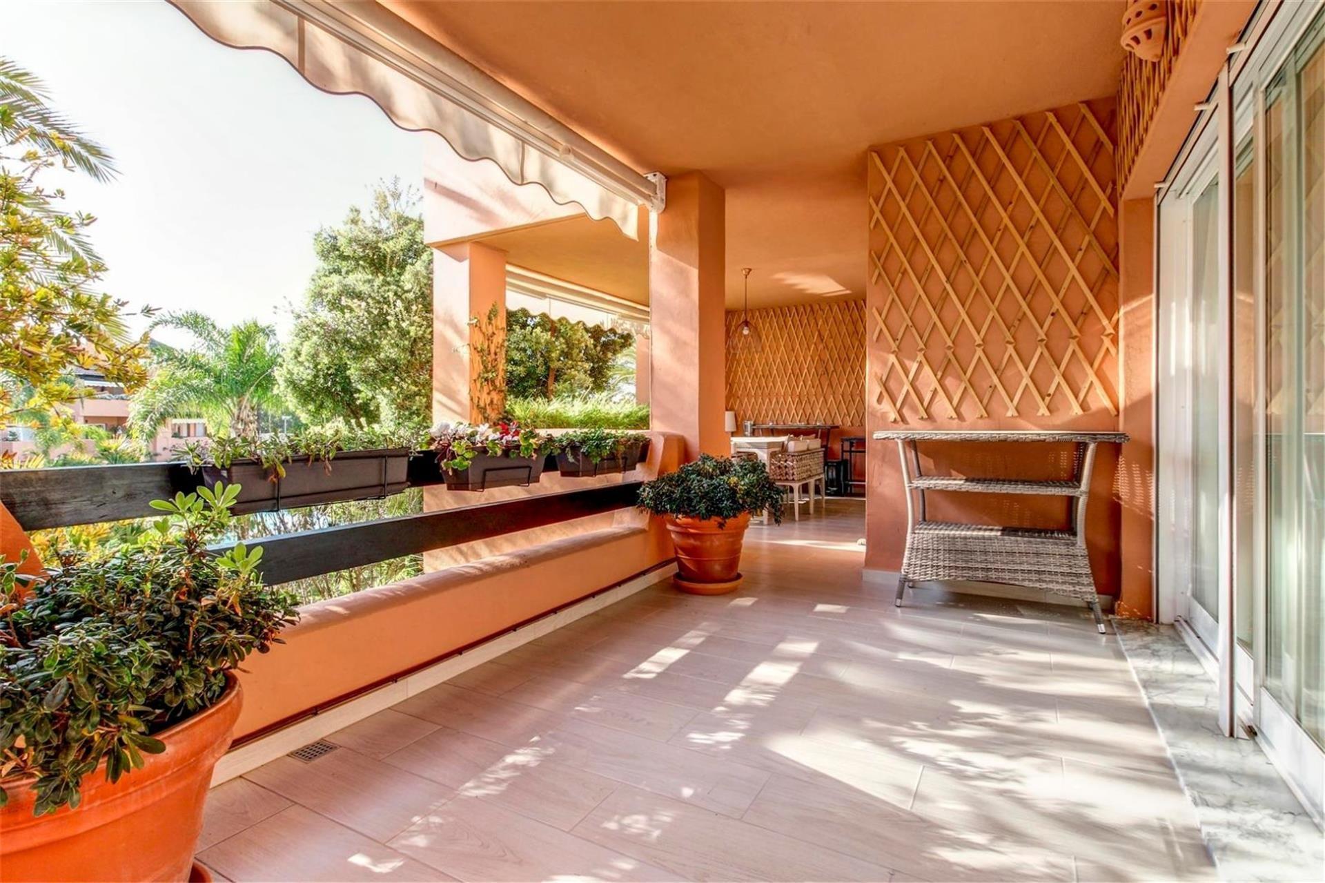 Piso de alquiler en Urbanización Urbanización Alhambra del Golf, ., Paraíso - Atalaya- Benamara (El Paraíso, Málaga)