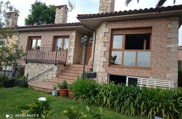 Casa adosada de alquiler en Calle del Concejo de Illano, 1, Oeste