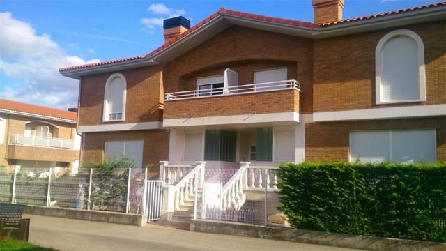 Casa adosada en Venta en Calle San Lázaro de Zarra