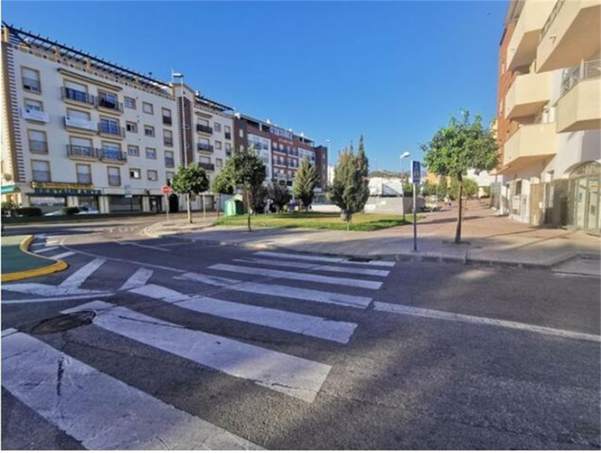Local de alquiler en Plaza Calle Aceituneros, Hispanidad - Vivar Téllez (Vélez-Málaga, Málaga)