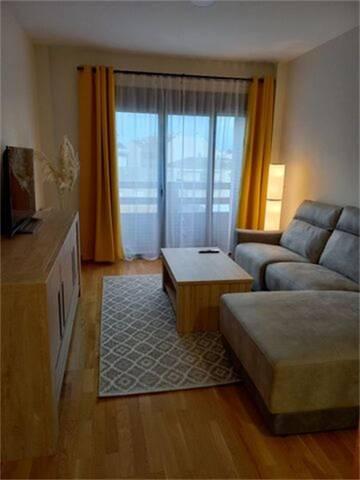 Apartamento en Alquiler en Plaza Marcos Aniano de