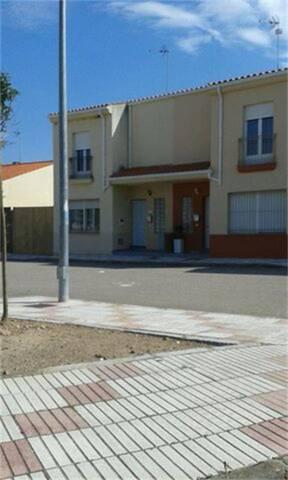 Casa adosada en Venta en Plaza Calle Nueva  de Ore